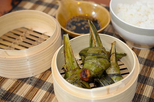 Tajski kurczak zawijany w liściach pandan'u