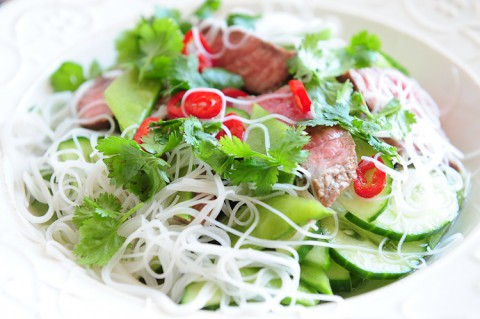 wietnamska salatka z wolowina