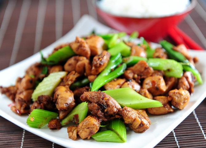 Kurczak smażony na sucho po syczuańsku