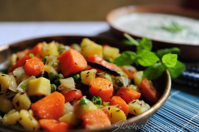 Ziemniaki z groszkiem, marchewką i kminem