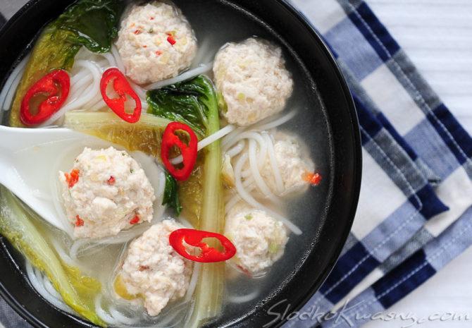 Tajska zupa z kurczakowymi pulpecikami