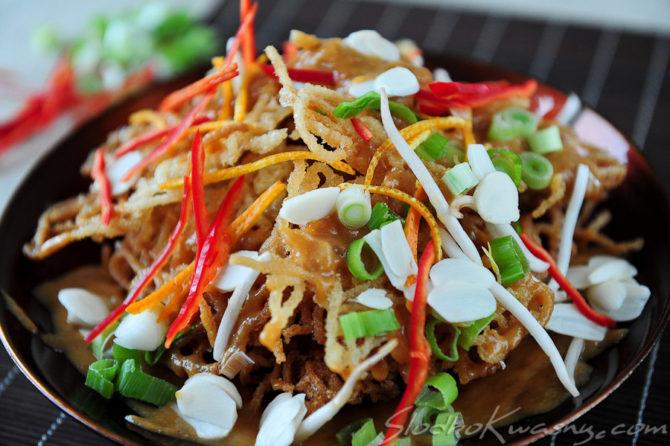 Tajskie chrupkie noodle Mee Krob