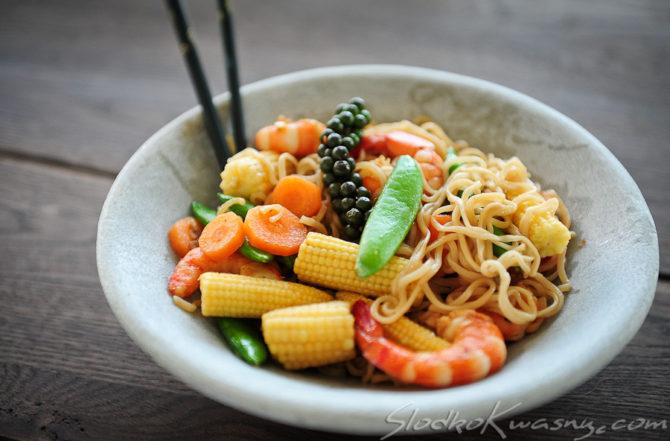 Tajskie noodle z woka Phad Khi Maow