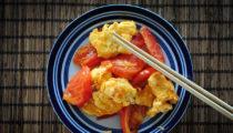 Jajecznica z pomidorami po chińsku