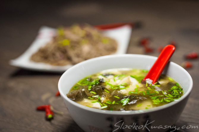 Zupa z tofu i piklowanym mustard green – kapustą sarepska