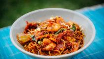 Indonezyjski smażony makaron z krewetkami – Bakmie goreng
