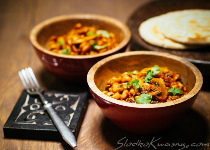 Curry z fasolki czarne oczko z pieczarkami