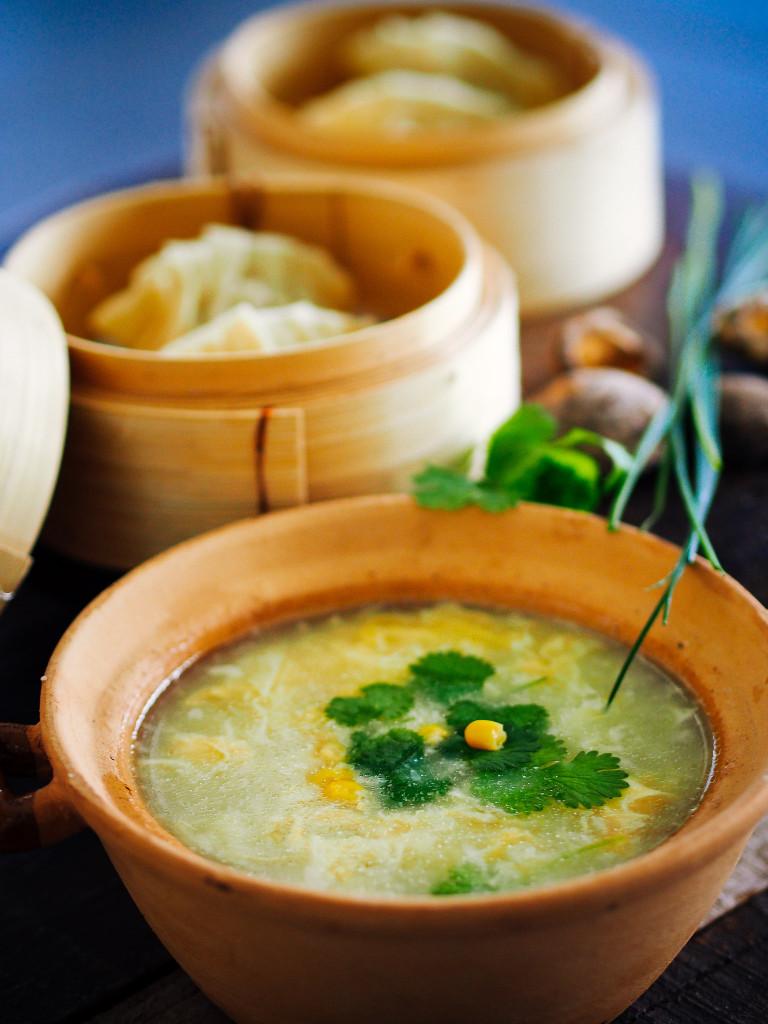 zupa z jajkiem i kukurydza