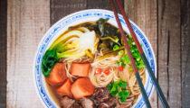 Tajwańska zupa z wołowiną i makaronem HONG SHAO NIU ROU MIAN